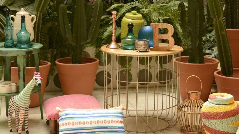 stylový kovový zahradní stůl