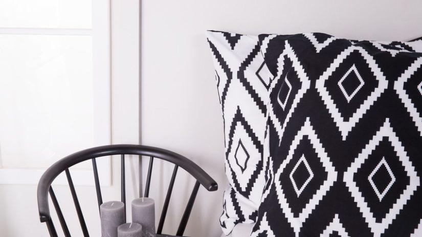 černobílé dekorace do haly