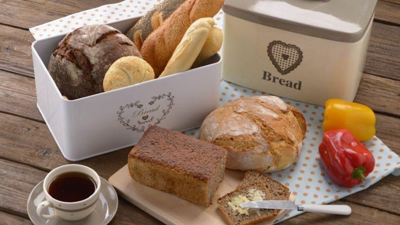 plechový chlebník