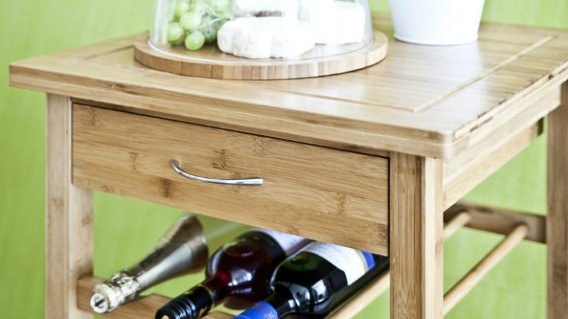 krásná dřevěná vinotéka