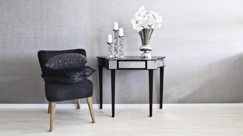 stříbrný půlkulatý stůl