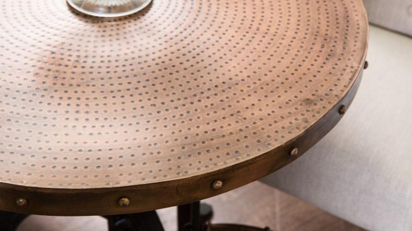 kovový otočný konferenční stolek