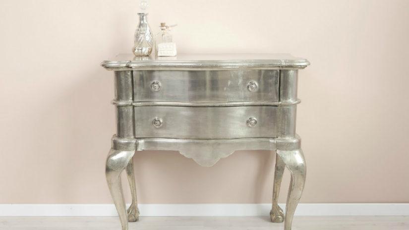 stříbrný toaletní stolek se šuplíky