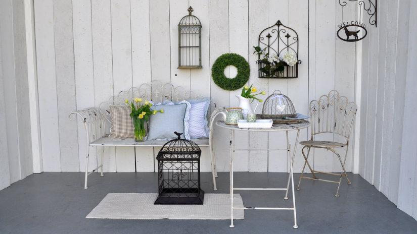 bílý koberec na balkon