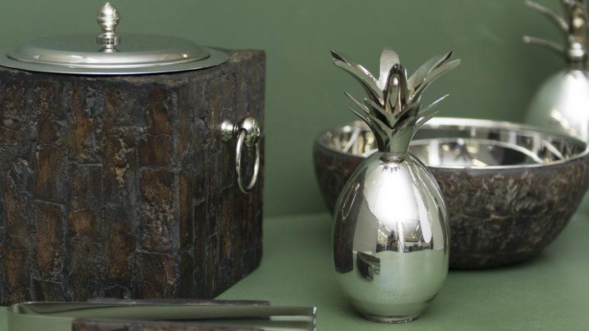 stříbrné dekorace k čajovému servisu