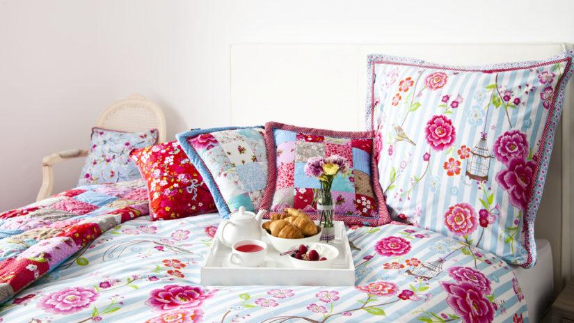francouzská postel ve venkovském stylu