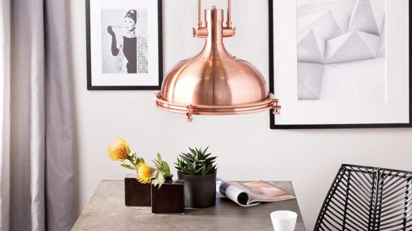 industriální lampa v jídelně