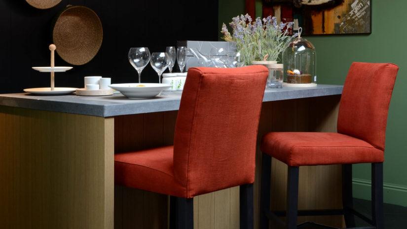 jak si vyrobit barový stůl s kamennou deskou