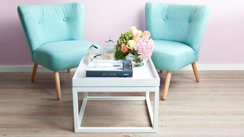 bílý odkládací stolek