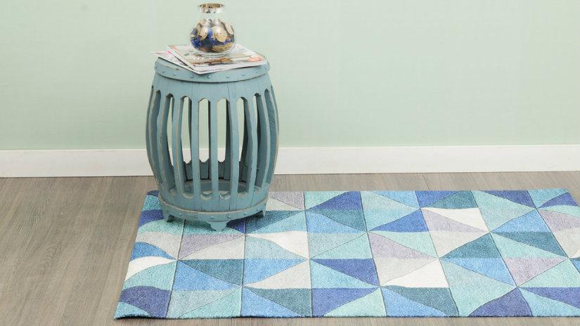 modrý patchwork koberec