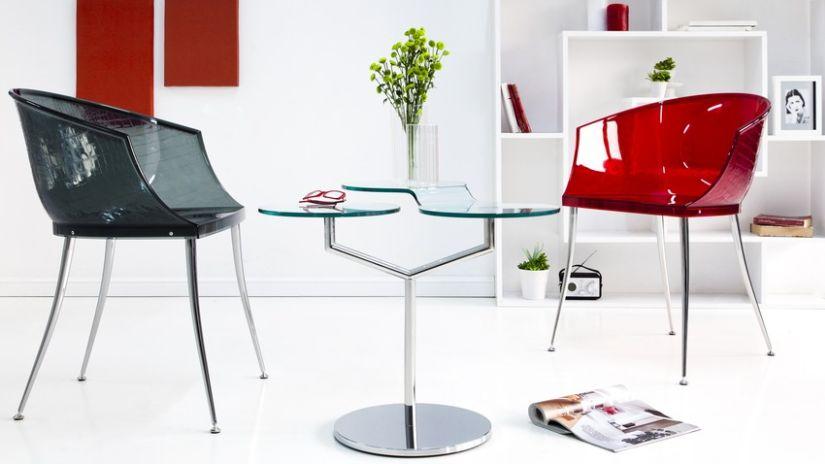 barevná průhledná židle