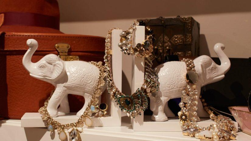 stylový stojan na šperky