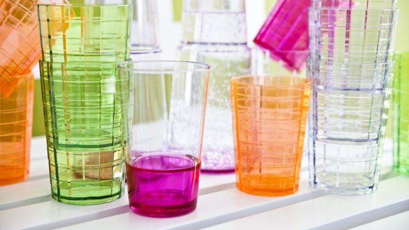 stylová plastová sklenice na víno