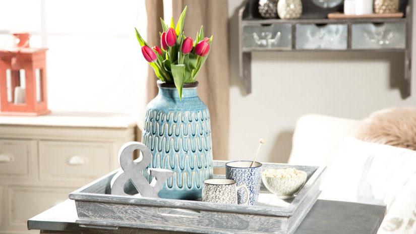 modrá keramická váza