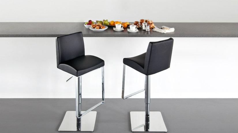 jak si vyrobit barový stůl černý