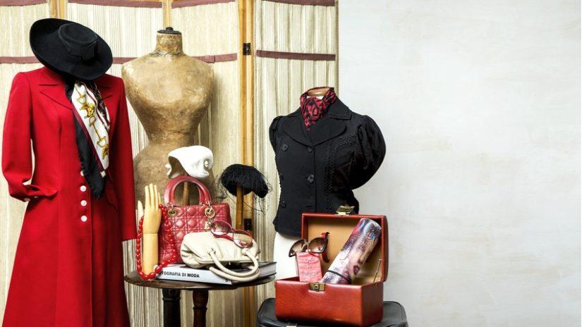 vintage stojan na oblečení