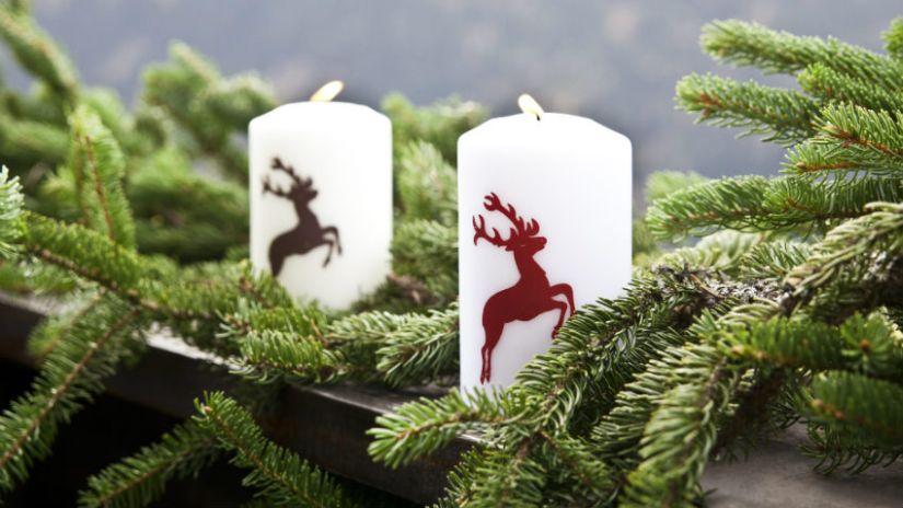vánoční svíčky s jelenem