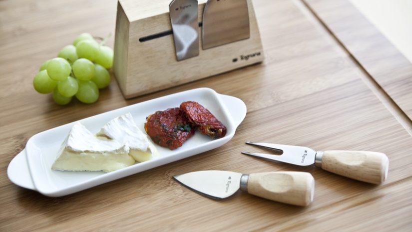stylový nůž na sýr