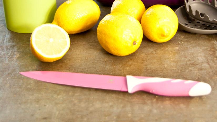 růžový keramický nůž