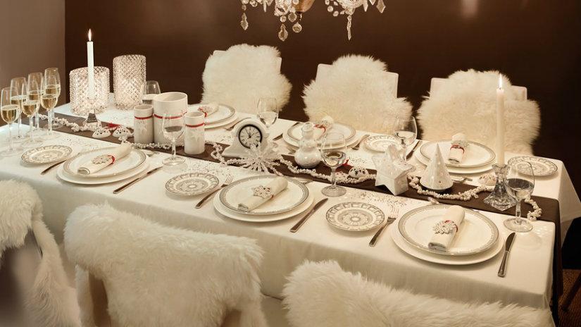 zimní dekorace na stůl