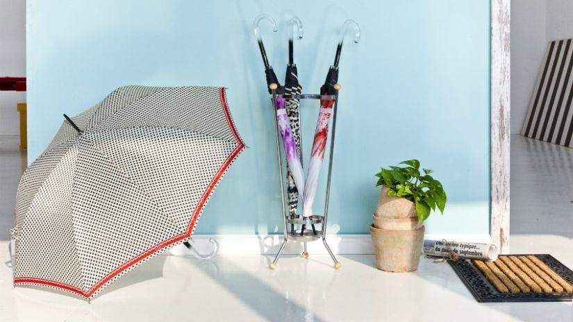 moderní stojan na deštníky
