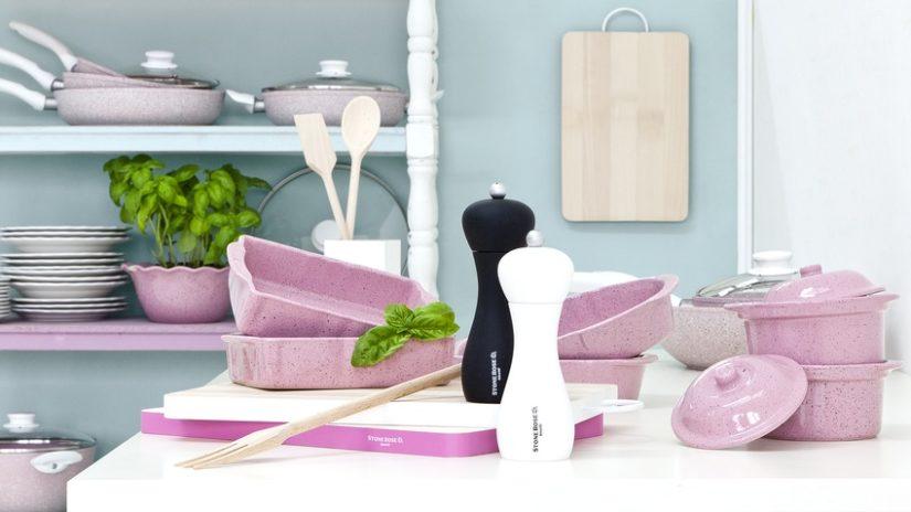růžové doplňky do kuchyně
