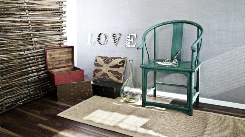 zelená židle v koloniálním stylu