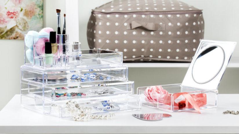 puntíkovaná kosmetická taštička