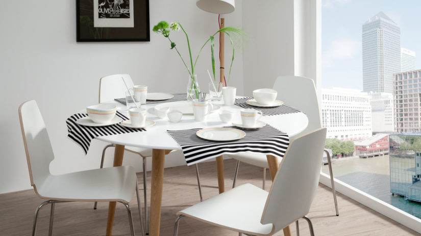 stylový rozkládací jídelní stůl