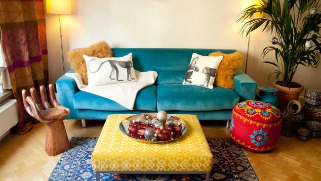 Wohnzimmer einrichten mit kräftigen Farben