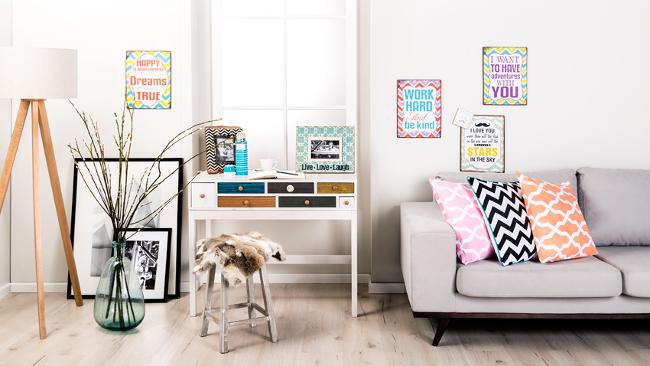 Wohnzimmer einrichten mit bunten Accessoires