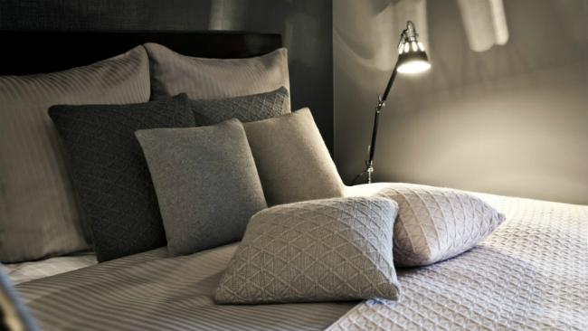 Schlafzimmer einrichten mit Deko-Kissen