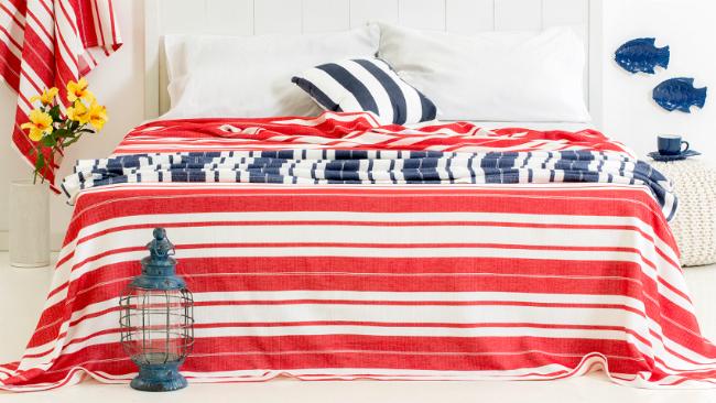 Schlafzimmer gestalten in Rot und Blau