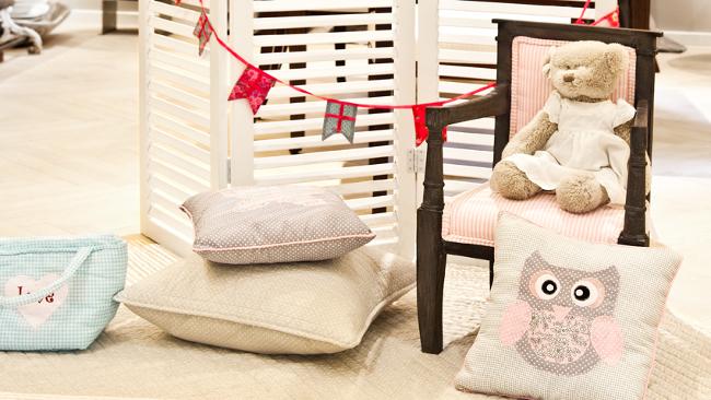 Babyzimmer einrichten mit Kissen