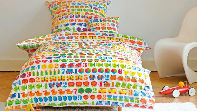 Kinderzimmer Farben bunte Bettwäsche