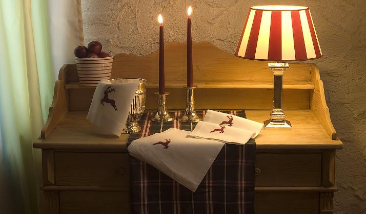 Indradanush weihnachtliche Tischdecke