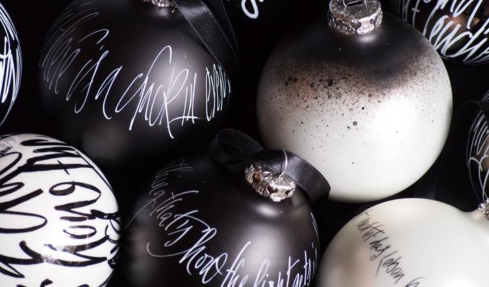 Jeannine Platz Kalligraphie Weihnachtskugeln