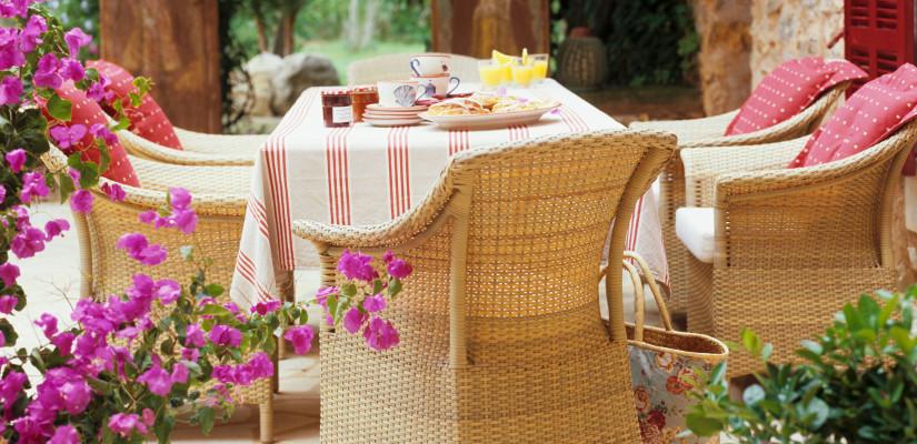 mesas de mimbre para terrazas