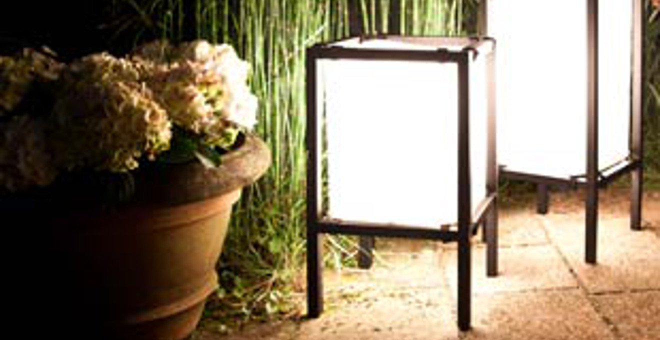 L mparas exteriores agradables luces en el jard n westwing - Lamparas exterior jardin ...