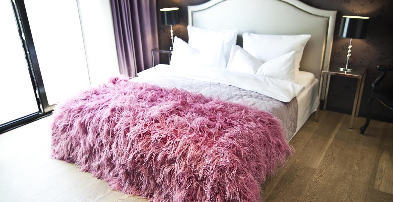 Dormitorio rom ntico un ambiente nico westwing - Camas estilo romantico ...