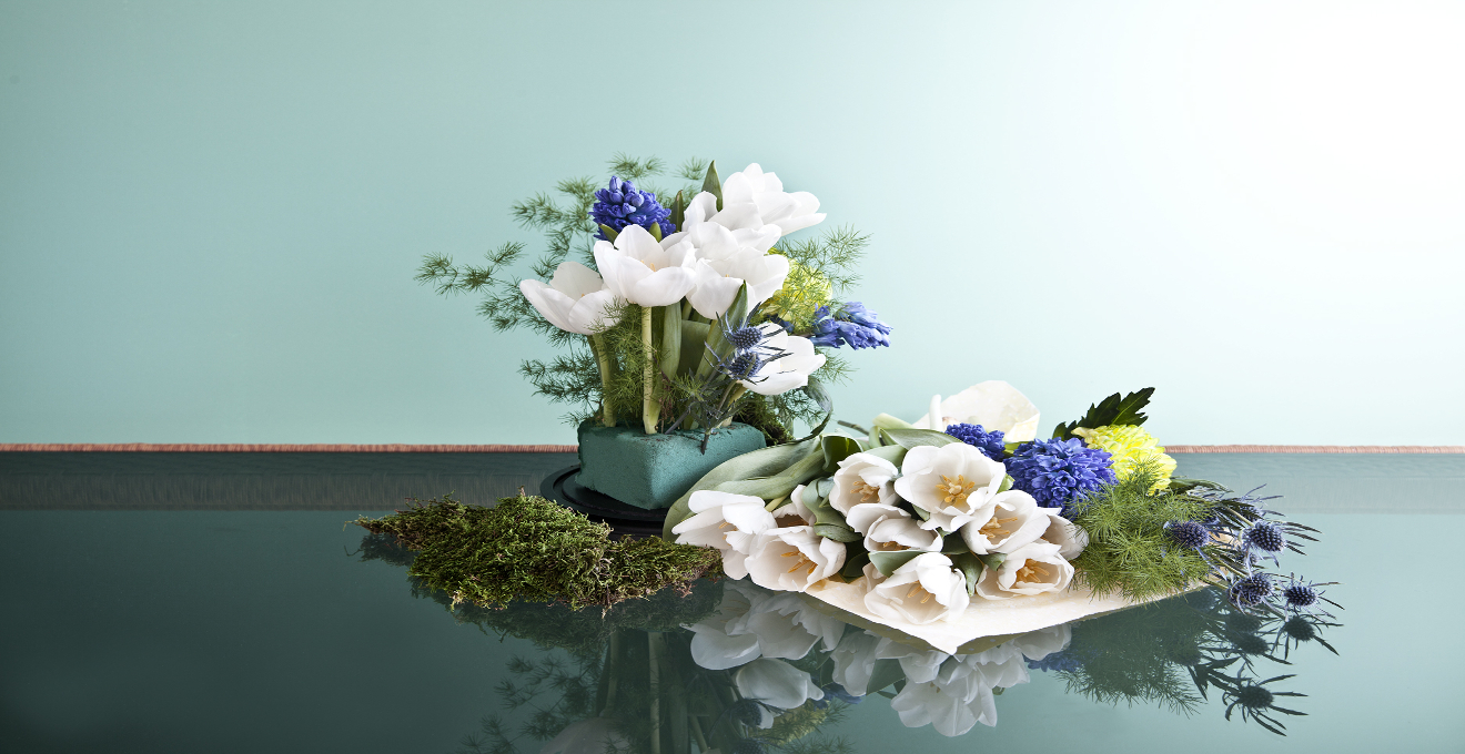 Centro de mesa con flores colorido primaveral westwing for Centros de mesa artificiales