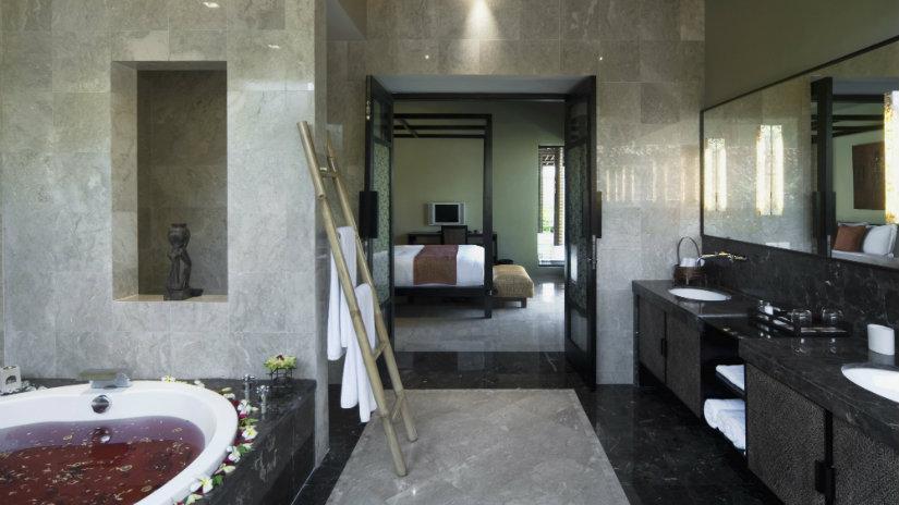baño de lujo en mármol