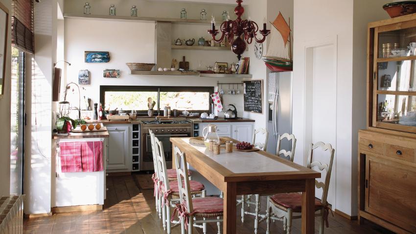 Cocinas con encanto estilo entre fogones westwing for Cocina unida al salon