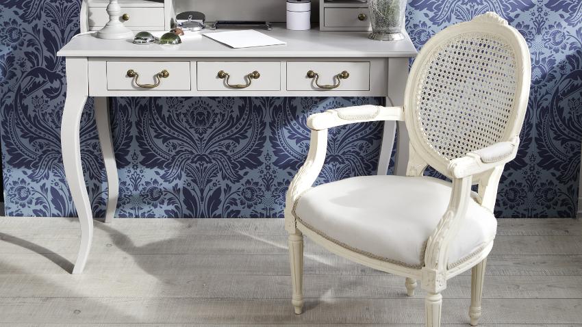 Sillas vintage estilo en tu mesa westwing for Sillas blancas tapizadas