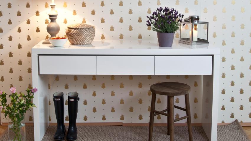 Papel pintado dorado paredes de lujo westwing for Papel pintado azul y plata