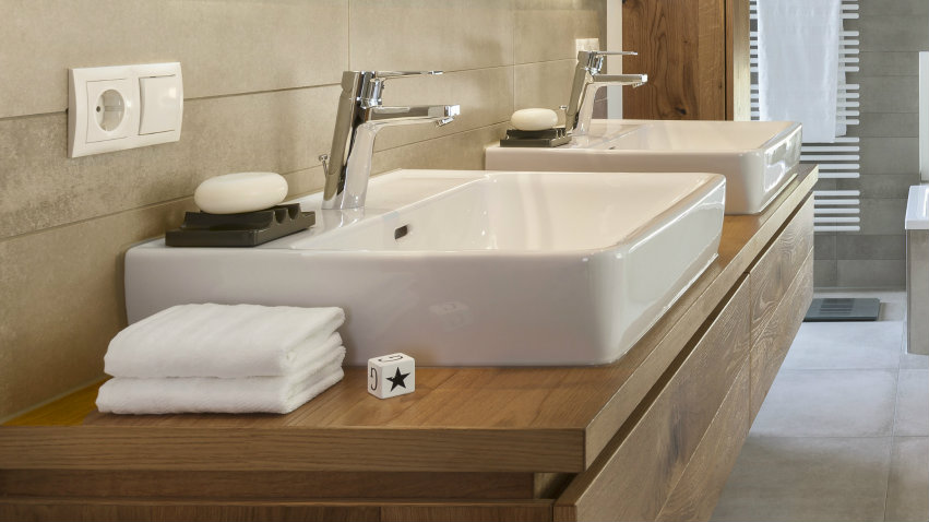 Lavabo cuadrado de noble personalidad westwing for Amazon lavabos