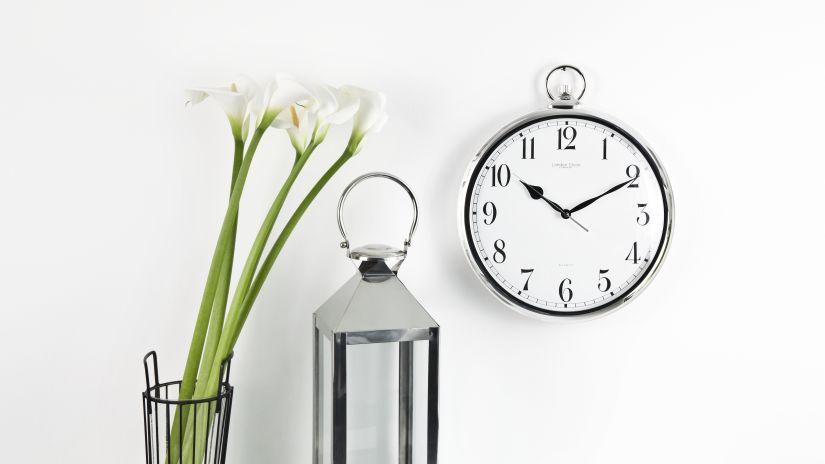 Horloge métalilsée