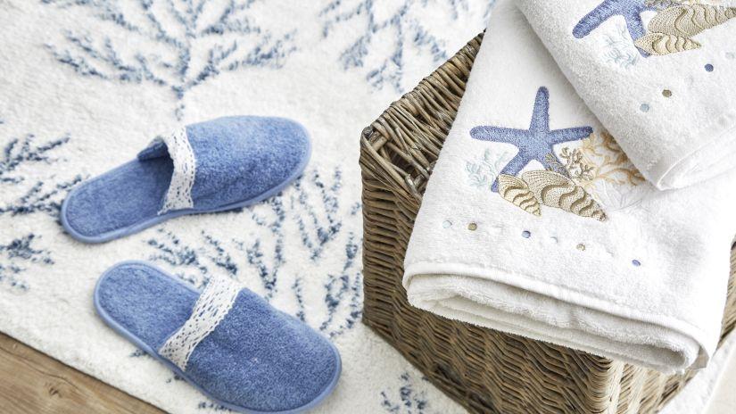 Tapis de bain en coton blanc et bleu