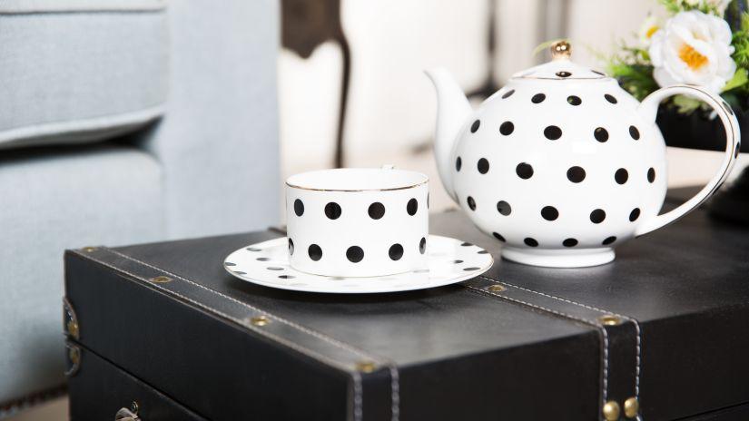Tasse en porcelaine blanche et noire