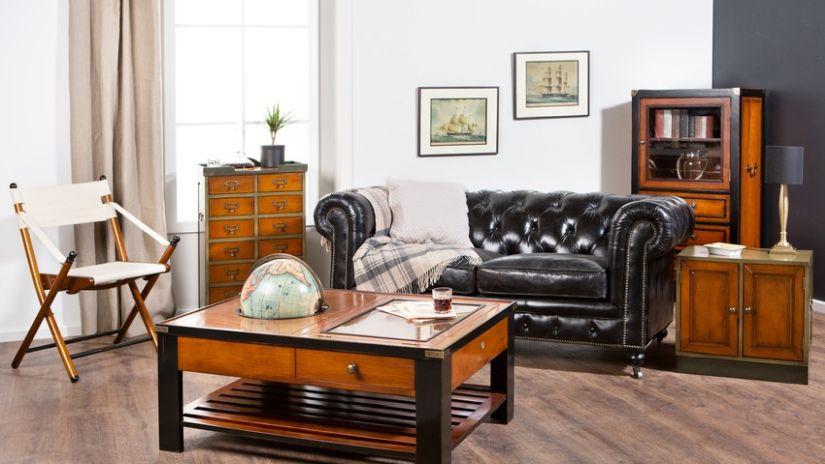 Mappemonde insérée dans un meuble